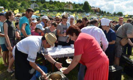 «Батьківщинівці» Львівщини організували польову кухню на молодіжному фестивалі