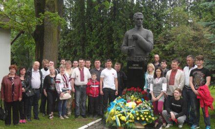 «Батьківщинівці» Львова відвідали рідне село Євгена Коновальця