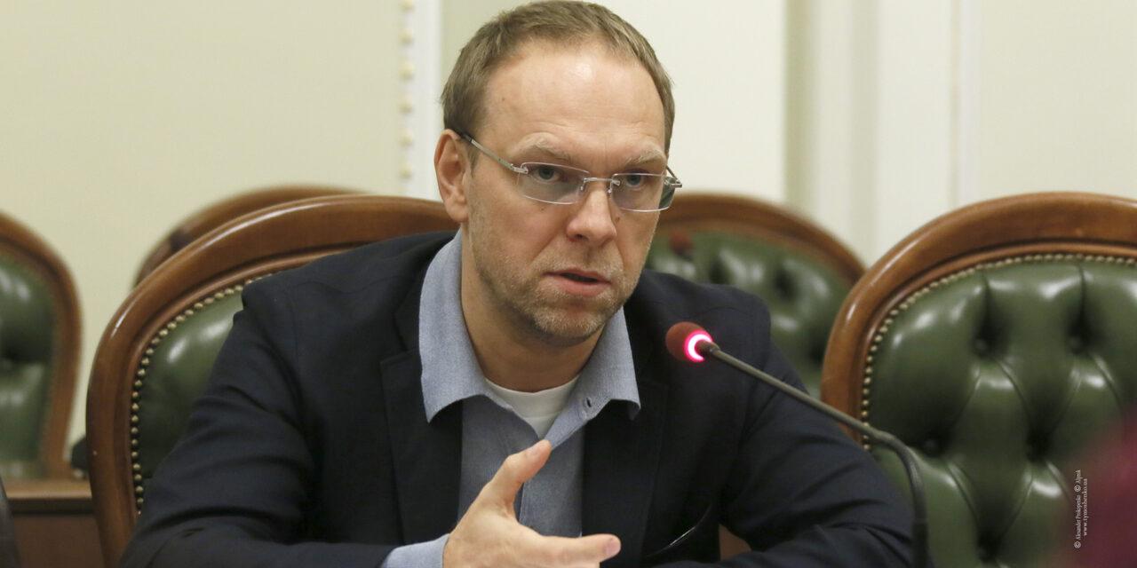 Влада не приділяє Криму жодної уваги на міжнародній арені, – Сергій Власенко
