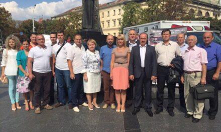 Медичні автомобілі, які допомогли сотням бійців на Донеччині, після ремонту у Львові поїдуть на Луганщину