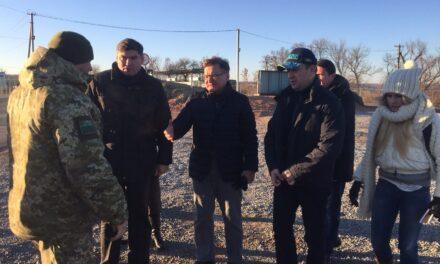 Григорій Немиря відвідав КПВВ «Золоте» (оновлено)