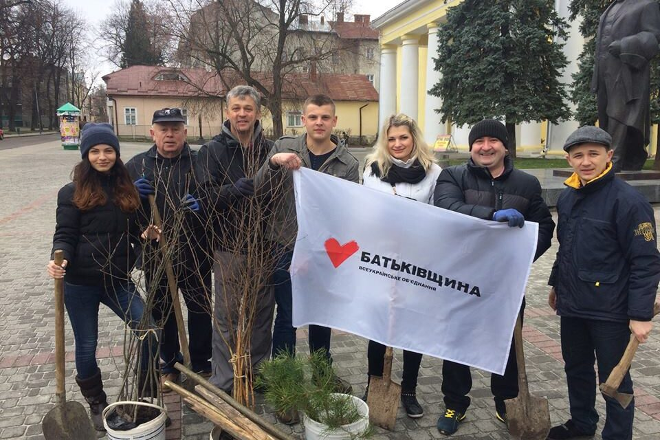У Дрогобичі «батьківщинівці» долучилися до озеленення міста