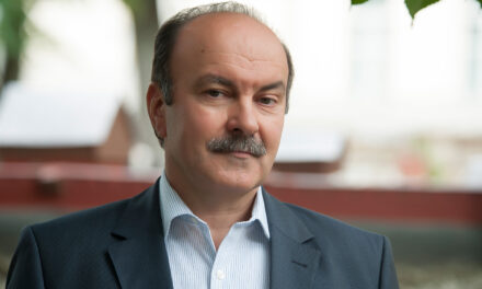 Михайло Цимбалюк: Влада загралася у політику