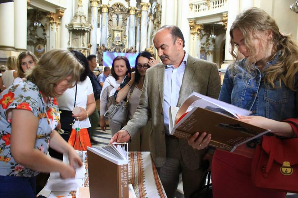 Михайло Цимбалюк узяв участь у презентації художнього альбому