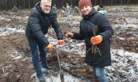 Місцеві депутати від «Батьківщини» долучилися до озеленення планети